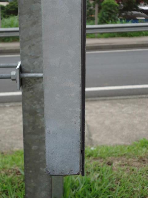 Fixação de placas de sinalização